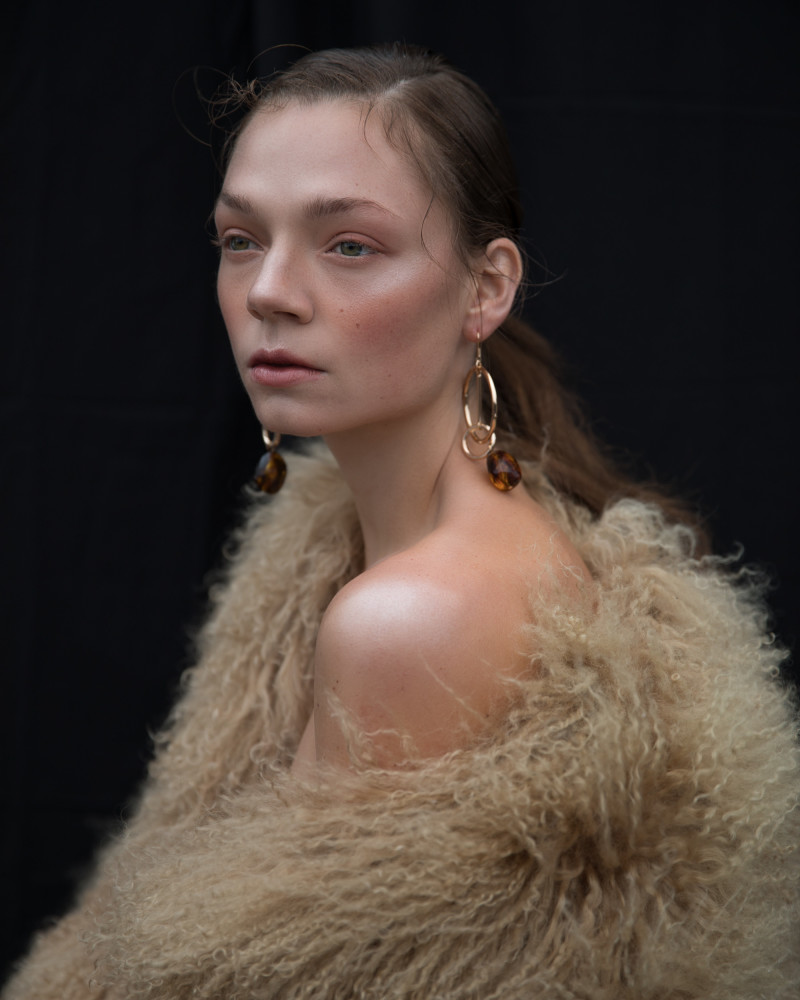 SPOTTED: GIRL WITH A GOLD HOOP EARNING //  NOÉ BY SOPHIA BABOOLAL