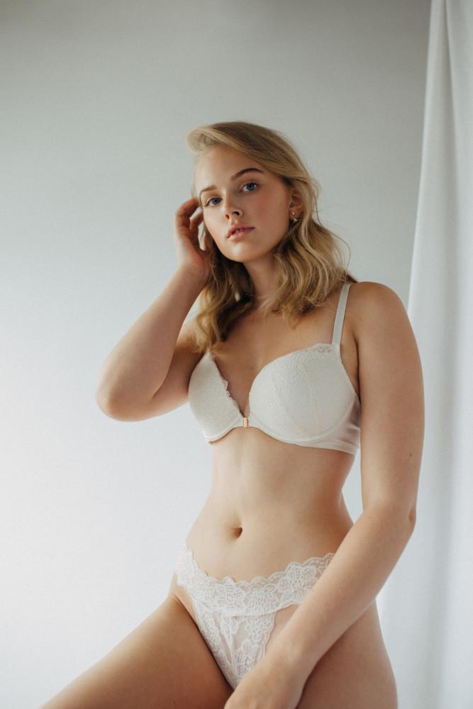 Alexandra Armstrong
