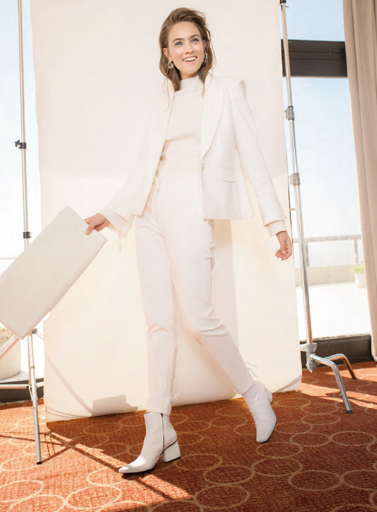 All White Season with Julia W for ELLE Argentina.