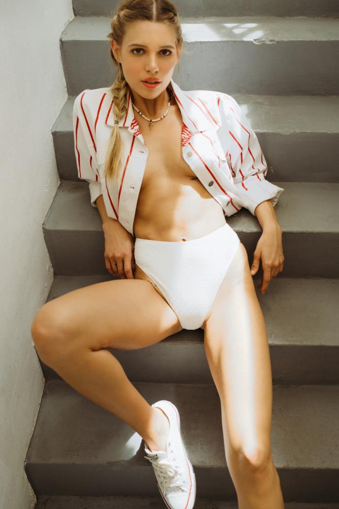 Laura Helton